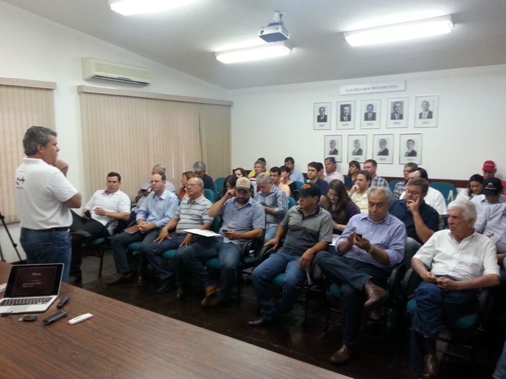 Parceiros do Senepol se reúnem em Jaboticabal/SP para fechamento de 2014 e planejamento para 2015: aprovação do balanço e boas perspectivas.