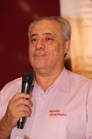 Jairo Ferreira Lima dá as boas-vindas aos convidados do Leilão Esplendor.
