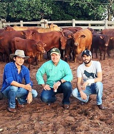 S+ presente na Fazenda Santa Maria, sede do Senepol JJ, da dupla Jads & Jadson: (da esquerda) Jadson, Júnior Fernandes e Fernando Santos. (Foto: Assessoria de Comunicação S+)