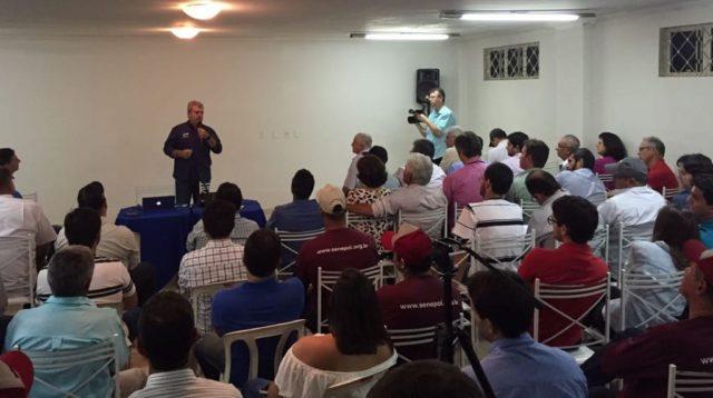 Júnior Fernandes, da S+, em palestra técnica sobre Senepol durante a ExpoPar, em Paranaíba/MS. (Fotos: Sindicato Rural de Paranaíba/MS)
