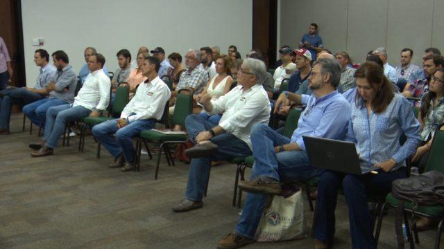 Reunião final contou com mais de 120 pessoas, entre criadores e técnicos de várias partes.