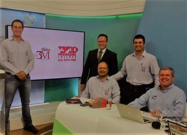 Família 3M no estúdio do Canal Rural, antes do leilão: Murilo (esq.), Marcelo e Maurício Felício, com o leiloeiro Cláudio Gasperini e JR Fernandes, da S+.